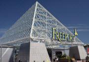 Freeports huvudbyggnad i Kungsbacka för tankarna till Louvren