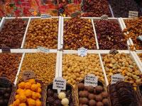 Shoppa frukt på La Boquería