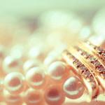 Köpa smycken online – billiga, trendiga och snygga örhängen, armband, halsband etc