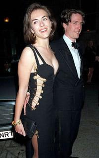 Elisabeth Hurley och Hugh Grant på filmpremiär