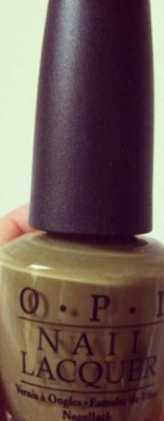 Militärgrönt nagellack