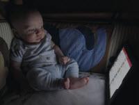 Bebis tittar på Ipad