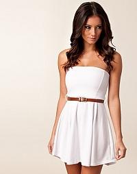Snygg vit balklänning