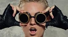 Solbrillor som för tankarna till svetsglasögon